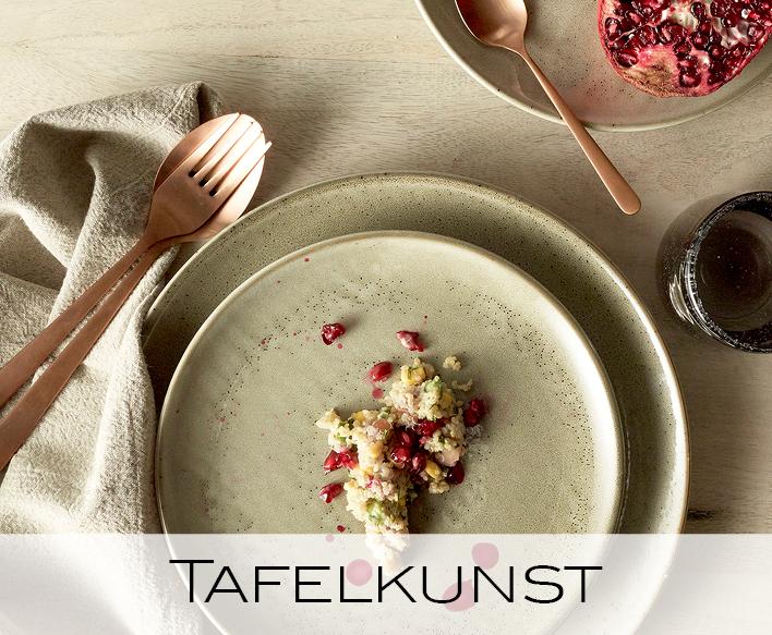 tafelkunst, serviezen, borden, bestek, kommetjes, glazen, schalen, broodplanken, theepot, tafelkleed, tafelloper
