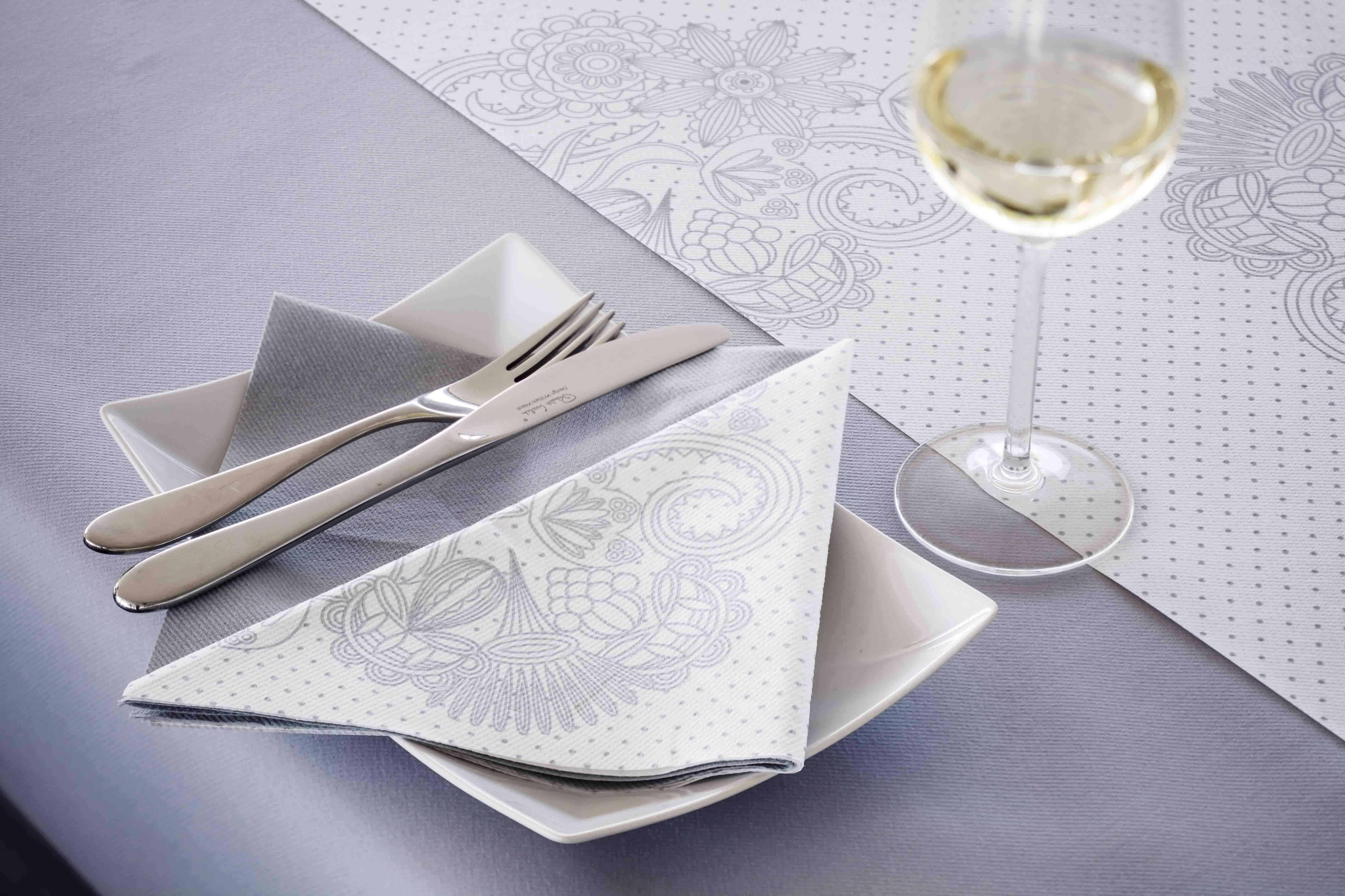 Pliage de serviette pour verre fashion designs - Pliage serviette verre ...