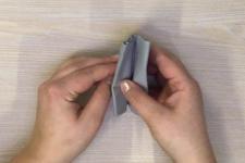 technique de pliage servet demi eventail etape 1