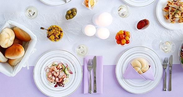 Ruime keuze tafellopers, servetten en tafelrollen.