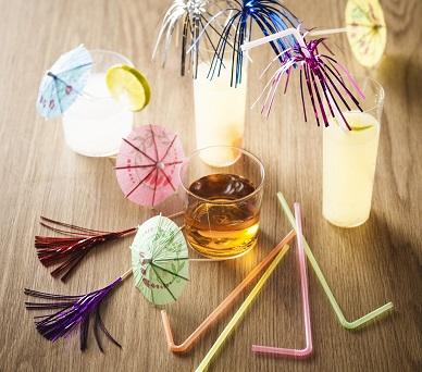 Prikkers, parasolletjes, rietjes, roerstokjes.