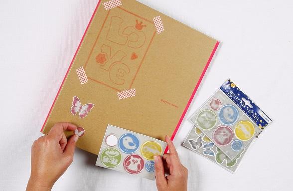 Stempelen, ponsen en stickeren voor jong en oud.