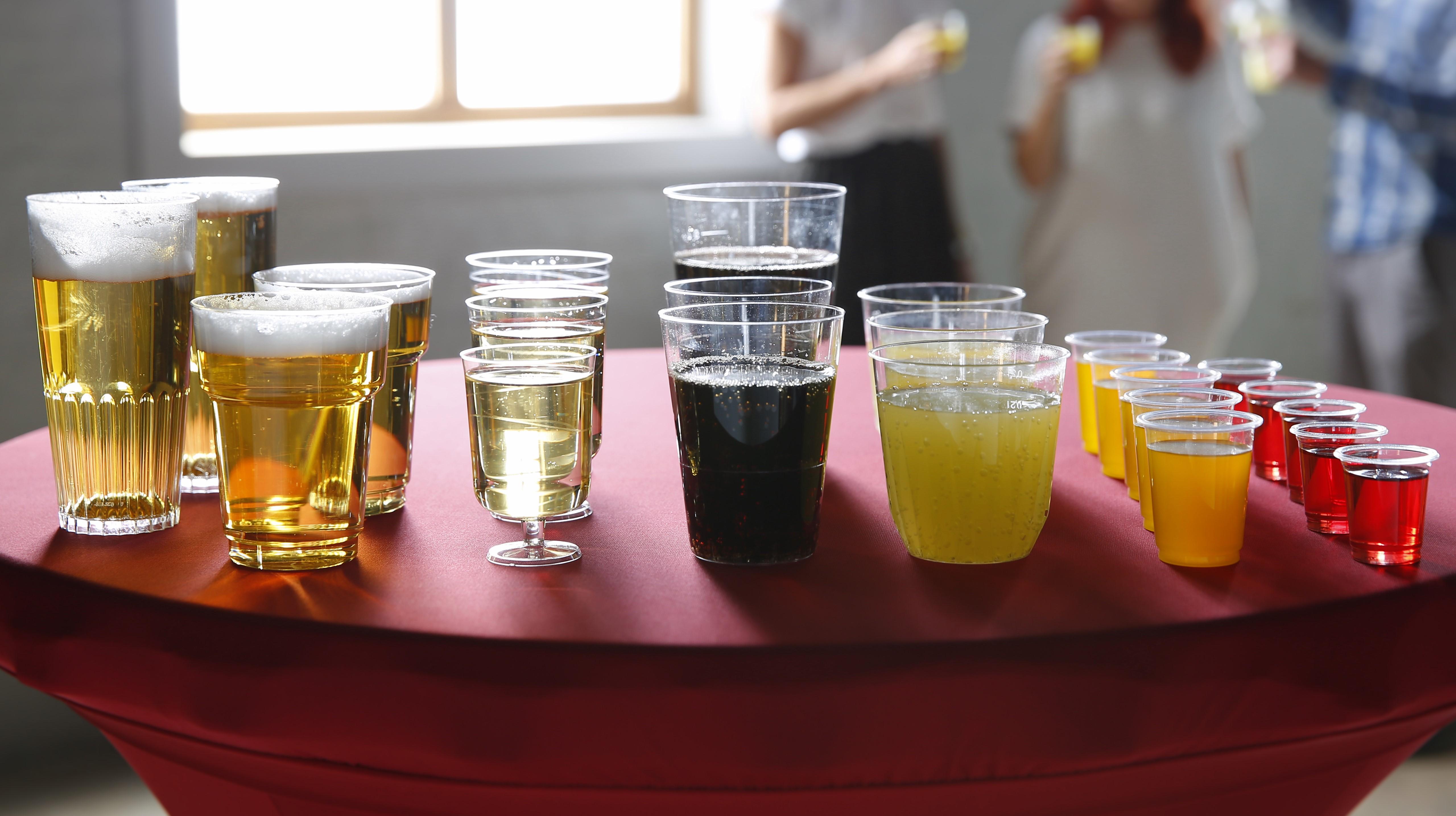 Ruime keuze plastic bekers en glazen.