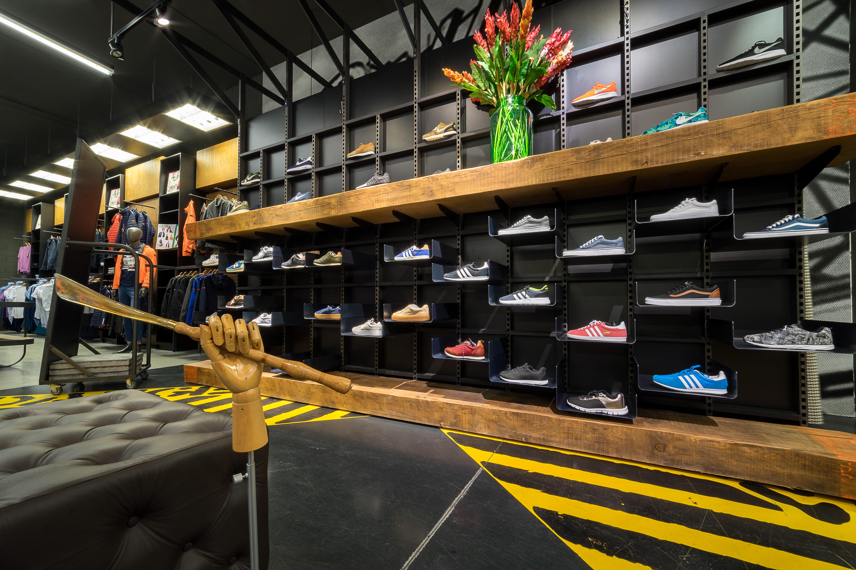 Uitgebreide schoencollectie van Vans Nike en New Balance bij Vinstreet De Munt Roeselare