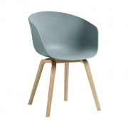 AAC22 stoel met mat gelakte poten