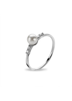 Silver ring, small pearl between 2 zirconia