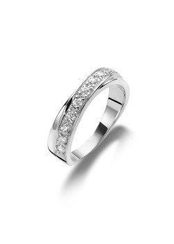 silver ring, set with zirconia