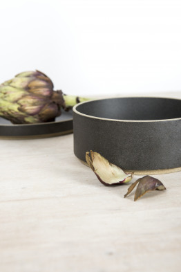 hasami black bowl medium