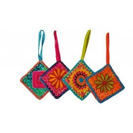 HIPPIE CHIC - set 4 geborduurde Xmas hangers  - katoen- limoen/oranje/turquoise/fuchsia - 8x8x13 cm