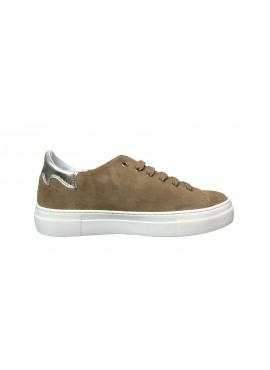 Camel sneaker