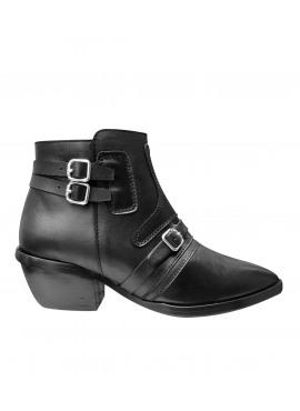 Uma boots