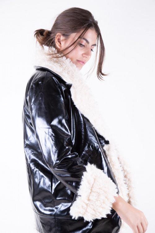 Vest in lak met faux fur