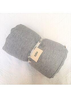 LILLE: linnen deken met vulling en kussentje : graphite stripes