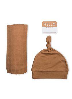 Newborn set: muslin swaddle, hat & sticker