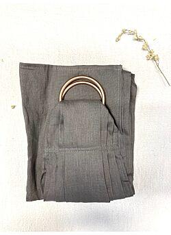 Ringsling: rosé gouden ringen: warm grey