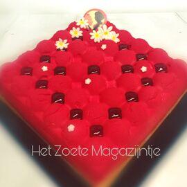 Bavarois van aardbeien met een laagje frambozen