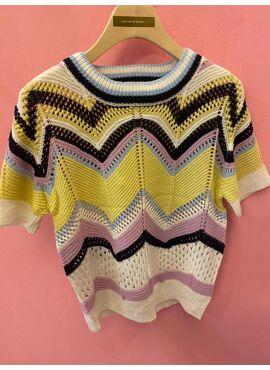 knit top in ZIGZAG print