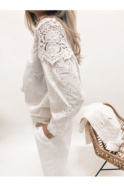 EMMY EMBROIDED BLOUSE