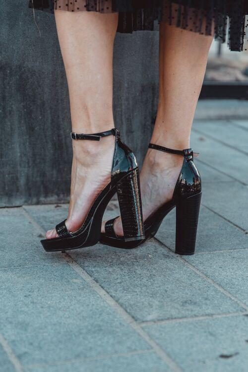 Hight heels black laké