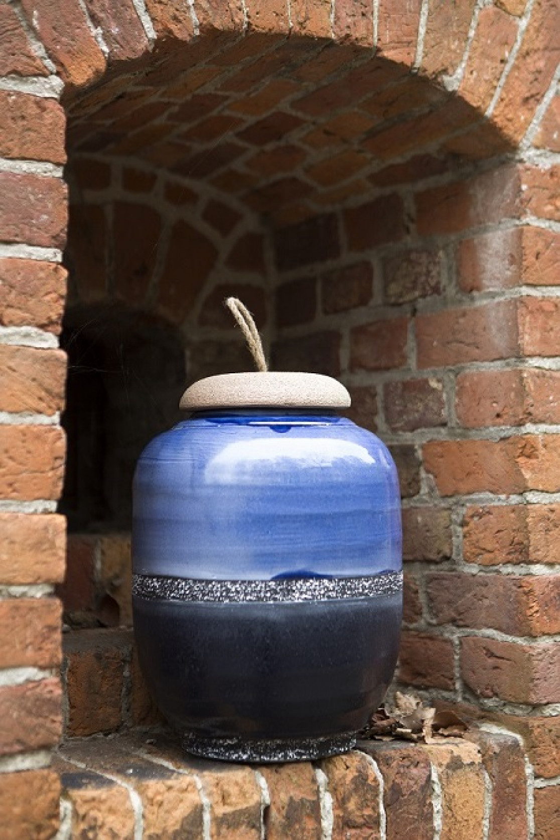 Timeless Ceramic Vases Are The Ultimate Living Room Decoration